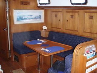 Maine Saloon - Table